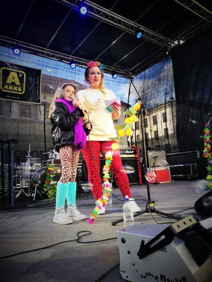Foto: Line Bliksås/radiOrakel Programleder i Obey Propaganda gjør en strålende innsats på scena!
