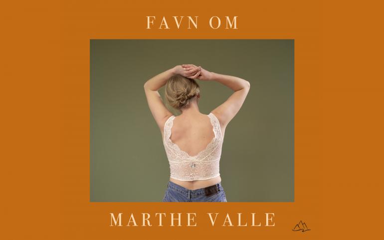 Marthe Valle slipper 'Favn Om'